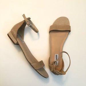 Steve Madden Nude Lamp Flat Sandal Size 8.5